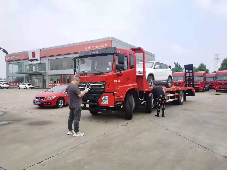 东风D17国六小三轴平板运输车车