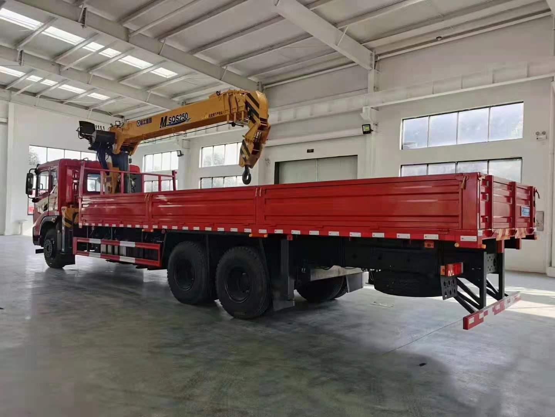 东风华神DV5后八轮徐工10吨吊机全方位高清图展示