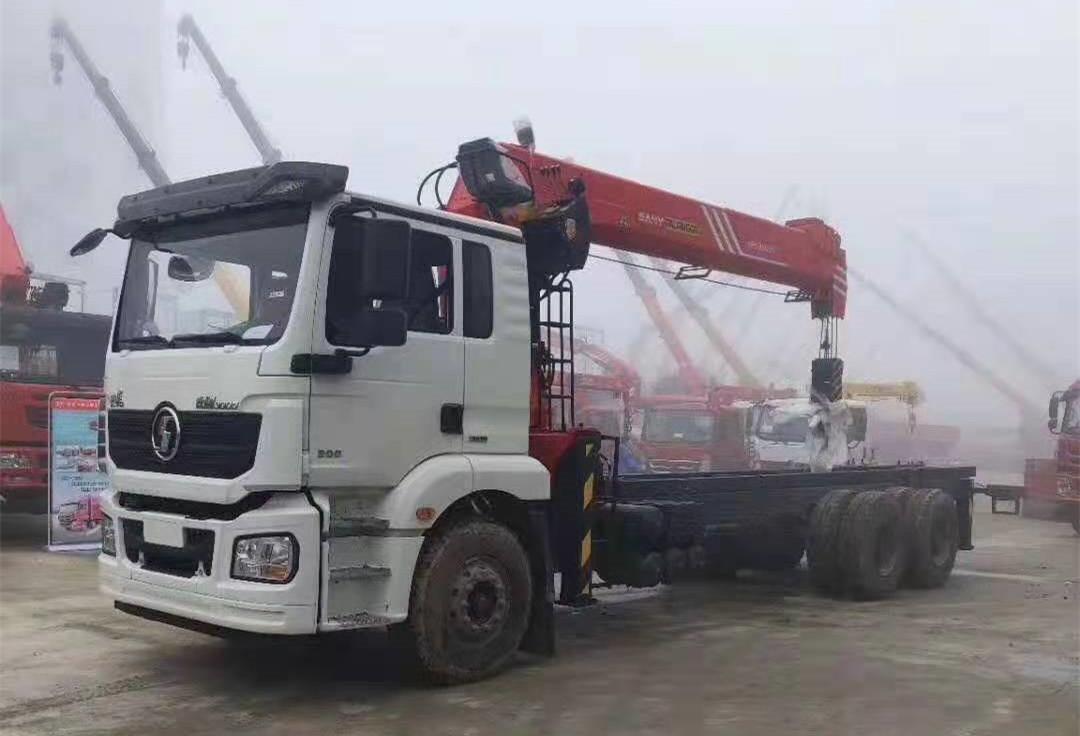 陕汽德龙后双桥三一14吨直臂吊机全方位高清图展示