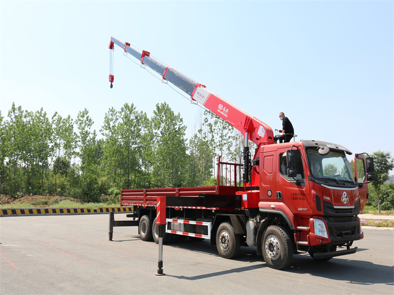 柳汽前四后八国六长兴14吨直臂随车吊全方位高清图展示