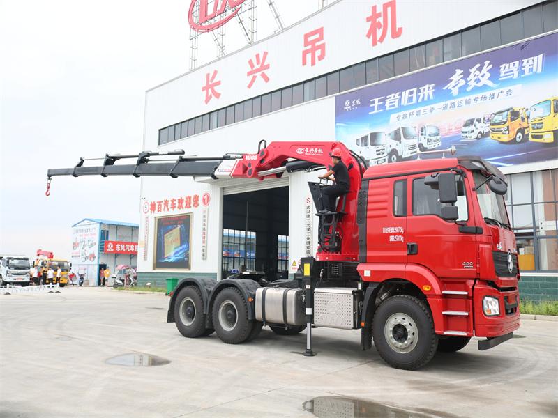 陕汽德龙牵引头长兴20吨6节折臂随车吊全方位高清图展示