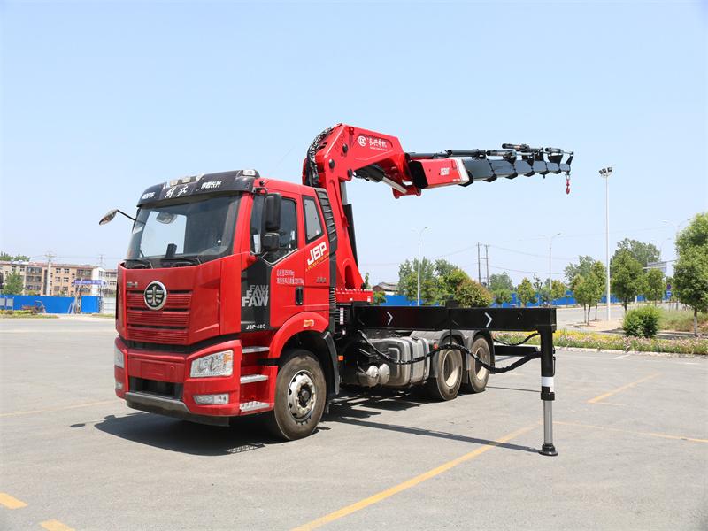 解放牵引头长兴30吨折臂随车吊
