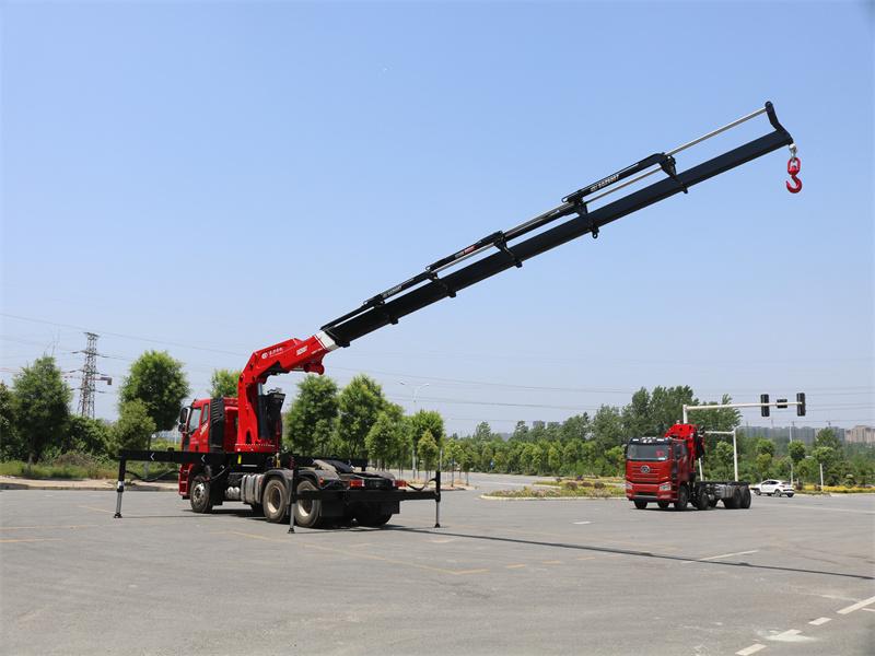 解放牵引头长兴30吨折臂随车吊全方位高清图展示