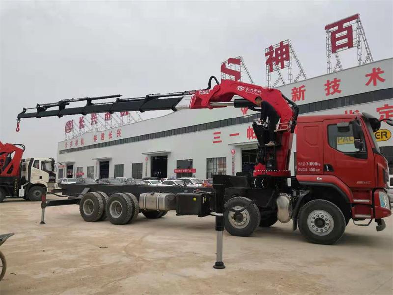 柳汽乘龙国六长兴30吨折臂吊机全方位高清图展示
