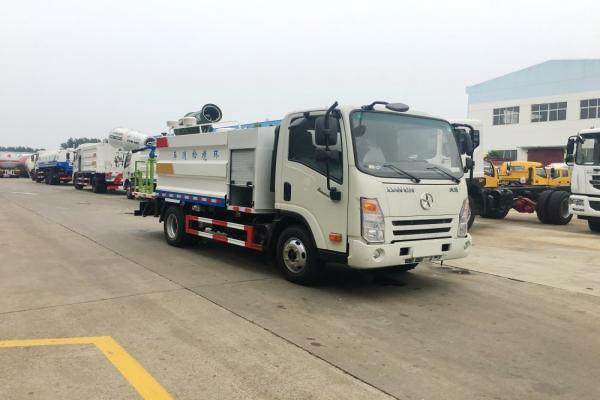 大运多功能抑尘车(5吨、30米雾炮机)图片