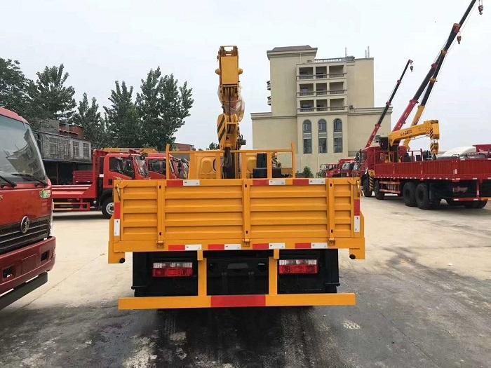 东风福瑞卡蓝牌95马力长兴3.5吨随车吊