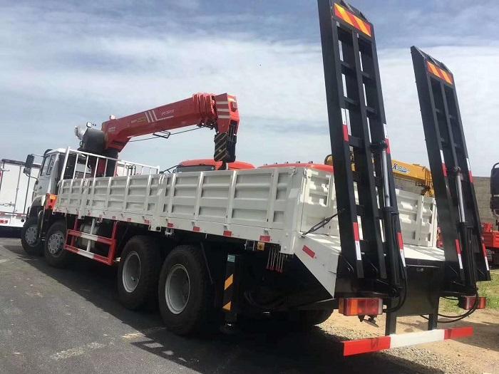 重汽斯太尔前四后八三一14吨随车吊带平板