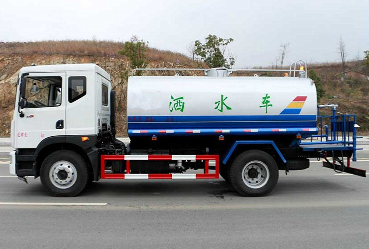 东风D9(12吨)洒水车