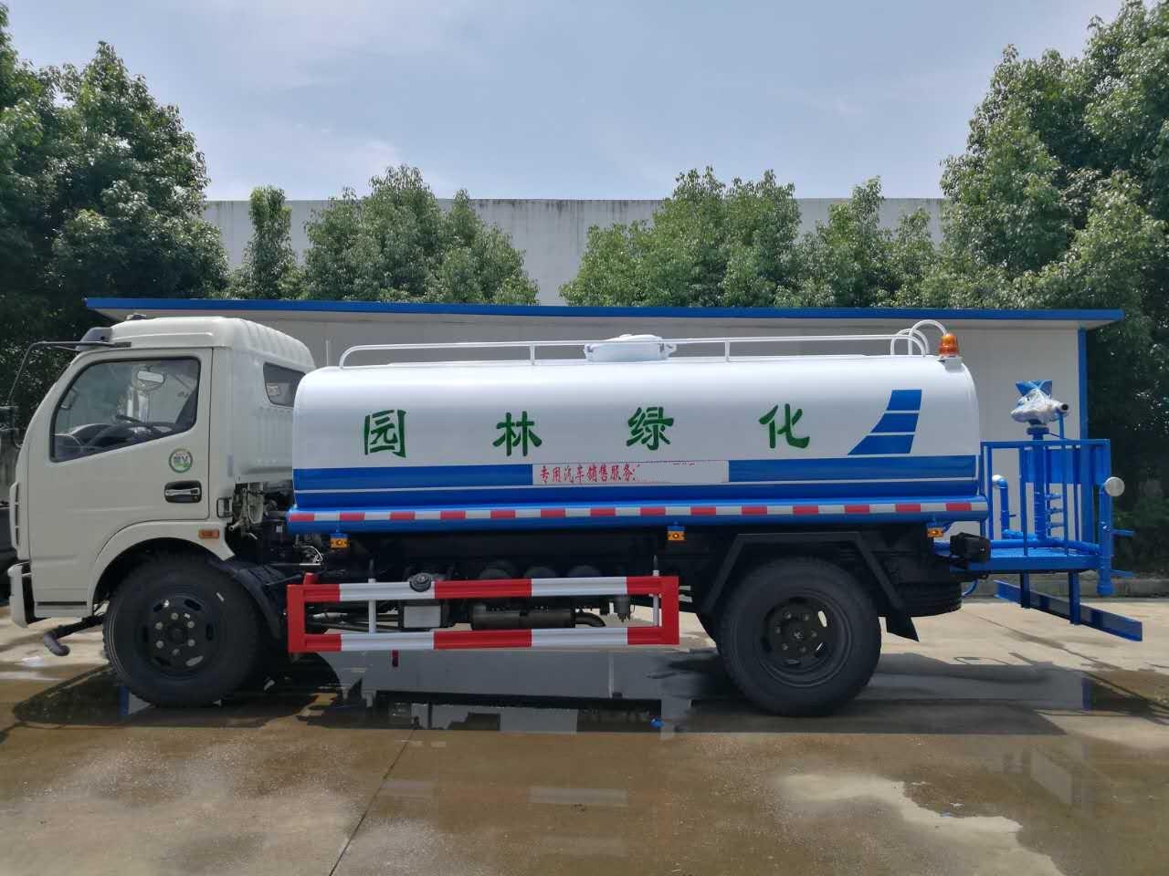 东风D7多利卡8.5-10.4吨洒水车
