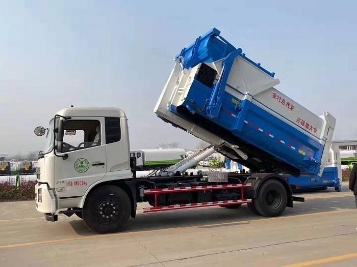 东风天锦16吨勾臂式垃圾车图片四