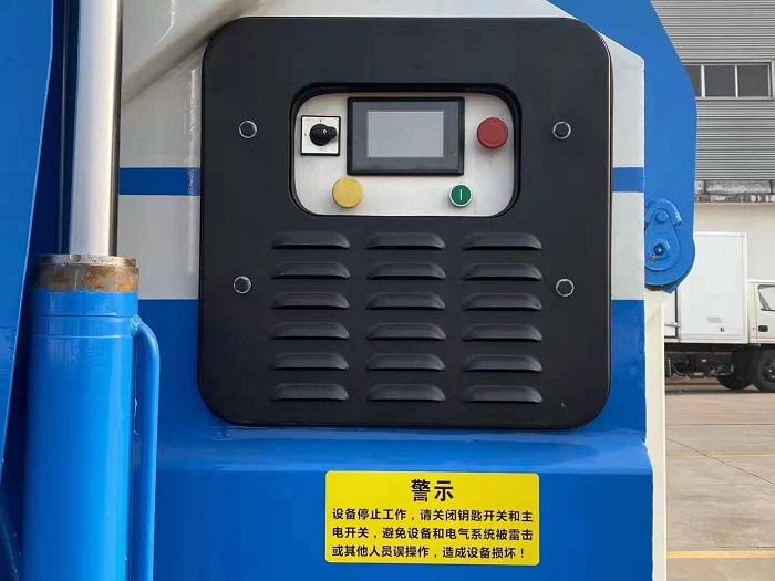 东风天锦16吨勾臂式垃圾车图片七
