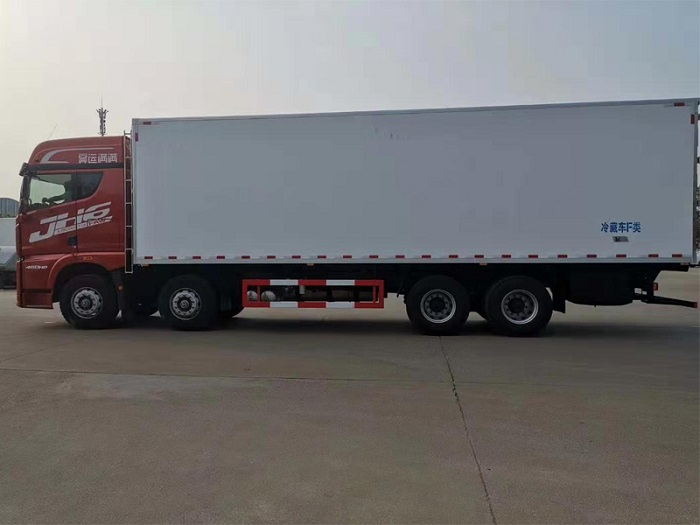 解放JH6前四后八冷藏车(9.4米厢长)图片四