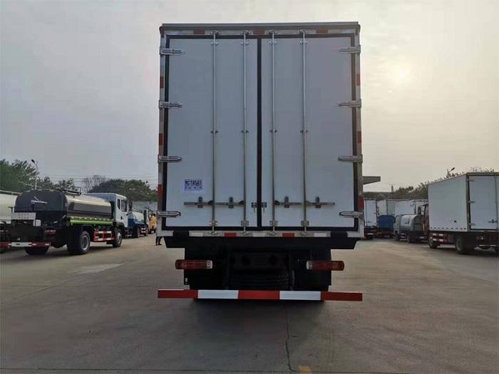 解放JH6前四后八冷藏车(9.4米厢长)图片八