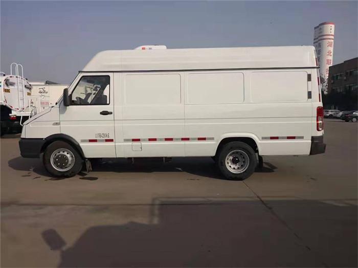 依维柯得意V40面包冷藏车(容积8.3立方)图片三