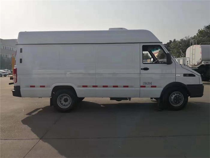 依维柯得意V40面包冷藏车(容积8.3立方)图片四
