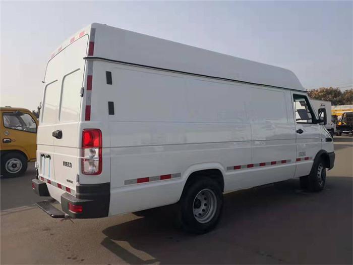 依维柯得意V40面包冷藏车(容积8.3立方)图片六