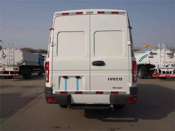 依维柯得意V35面包冷藏车(容积4.9立方)图片六