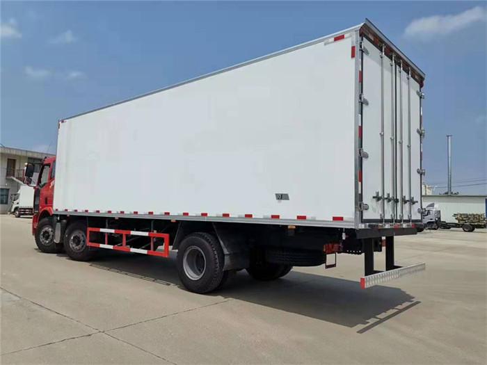 一汽解放J6L小三轴冷藏车(厢长8.6米)容积:52m³图片四