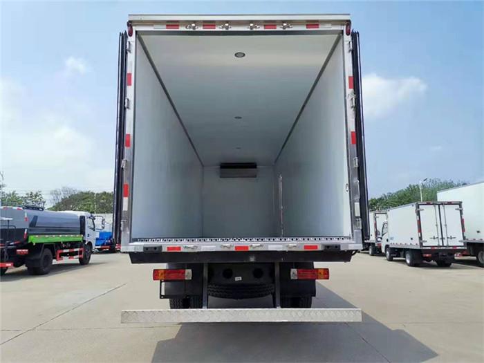 一汽解放J6L小三轴冷藏车(厢长8.6米)容积:52m³图片八