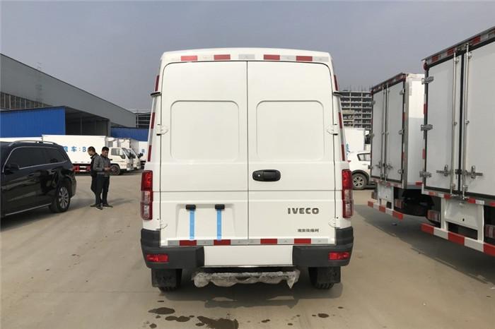依维柯得意V35面包冷藏车(容积4.9立方)图片四