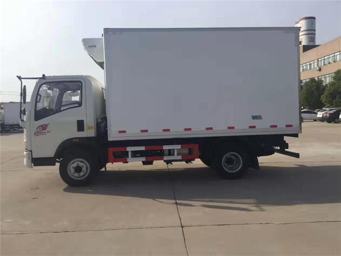 重汽豪沃冷藏车(厢长4米)图片三
