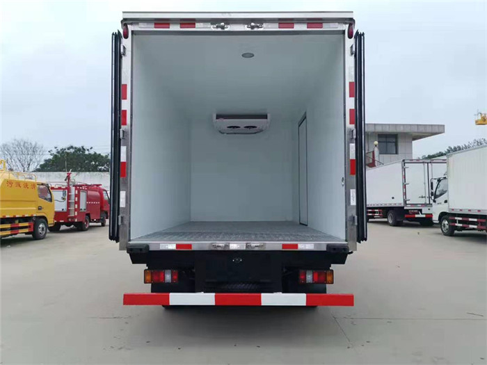 江铃顺达(宽体)冷藏车(厢长4.05米)