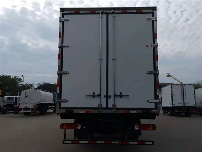 福田欧马可S5冷藏车(厢长7.6米)图片八