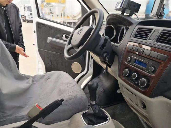 长安睿行M80面包冷藏车(容积3.5立方)图片五
