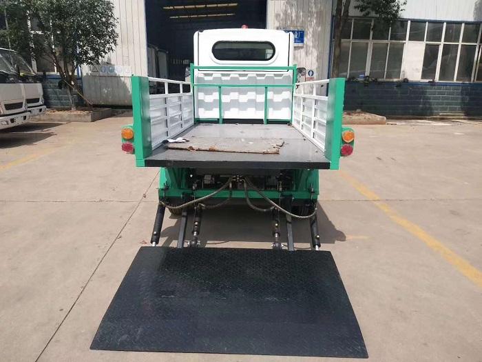 纯电动环保型四轮压缩垃圾车图片五