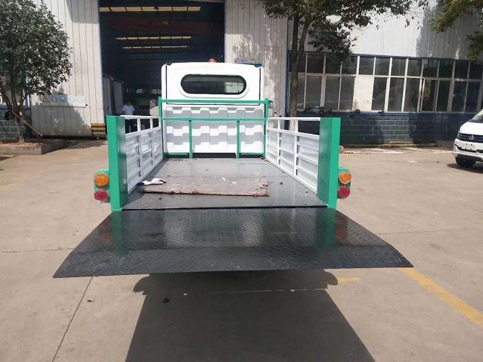 纯电动环保型四轮压缩垃圾车图片六