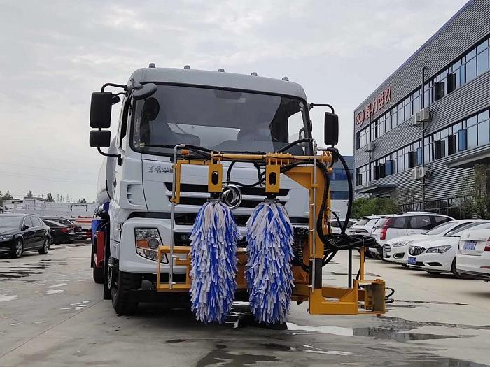 东风华神9立方洒水车, 高速护栏清洗车图片二