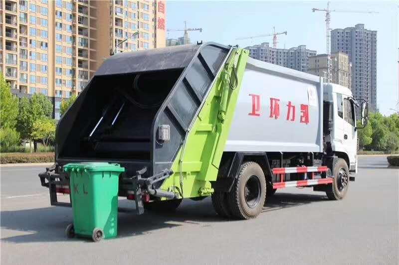 东风御虎10立方压缩式垃圾车图片二