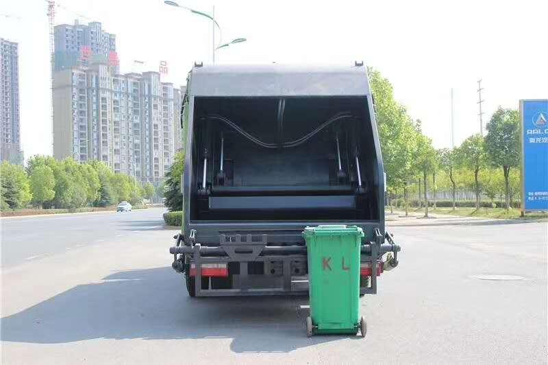东风专底10立方压缩式垃圾车