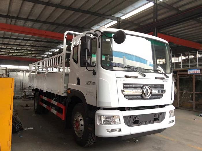 东风多利卡D9 6.2米气瓶运输车