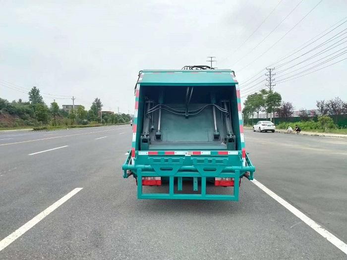 国六东风D6压缩式垃圾车图片四