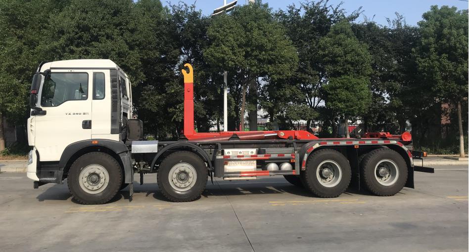 重汽豪沃车厢可卸式(勾臂)垃圾车图片三
