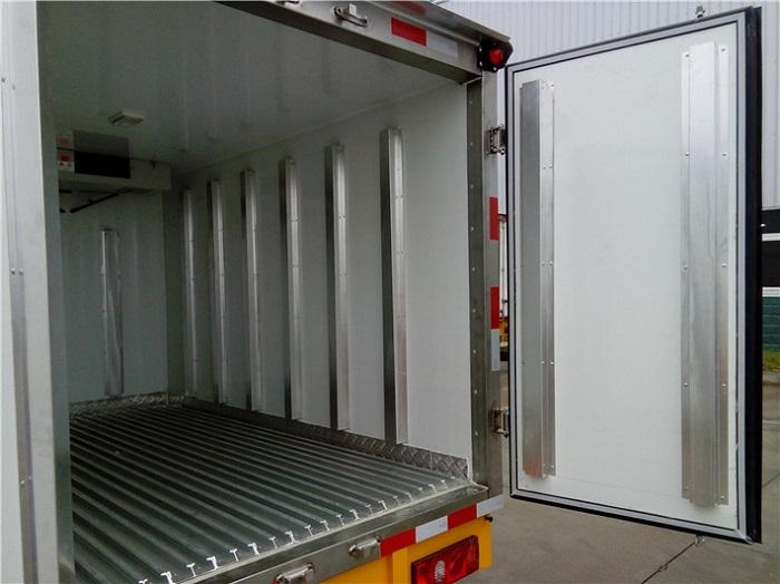 冷藏车5面铝合金通风槽图片三